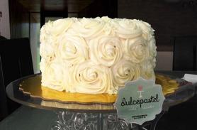 Torta de Flores blancas en Envigado, Dulcepastel.com