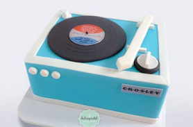 vinyl-record-player-cake-delivery-medellin